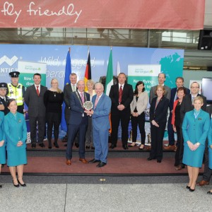 Repro-Free: Pat O'Connell President CBA presenting the First Quarter 2016 business award to Niall McCarthy MD Cork Airport in the presence of Cork Airport and Aer Lingus staff members. Photo Billy macGill.