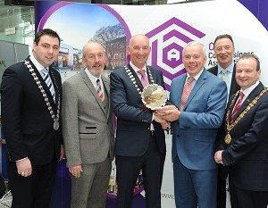 Repro-Free: Pat O'Connell President CBA presenting the First Quarter 2016 business award to Niall McCarthy MD Cork Airport. Also included are Cllr. John Paul O'Shea Mayor of Cork County, Cllr. Chris O'Leary Lord Mayor of Cork, James O'Sullivan Chairman of the Awards Committee and Lawrence Owens CEO, CBA. Photo Billy macGill.